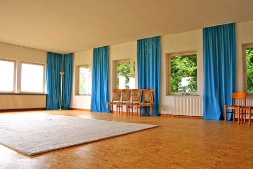 Der große Saal mit Blick auf die Ostsee