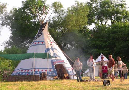 Angebot: Märchen am Lagerfeuer und im Tipi, Indianergeburtstage, Indianerprojekte