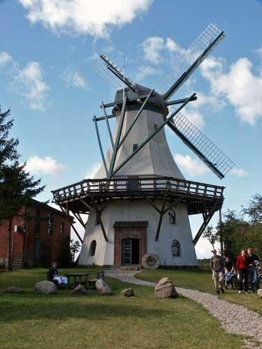 Häufig anzutreffen: Alte Mühlen wie in Unewatt (5 km)